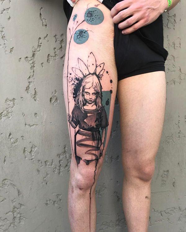 Фантастическая идея эскиза татуировки на бедре для парней