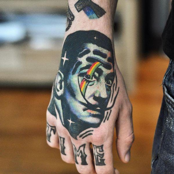 Действительно хорошая татуировка Сальвадора Дали