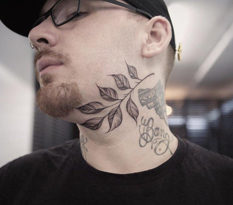 Хорошая идея татуировки на шее для мальчиков