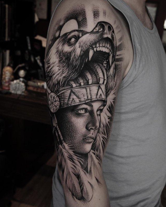 Красивая черно-белая идея татуировки индийской девушки для мужчин