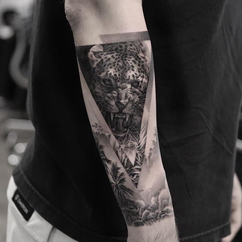 Лучшая мужская татуировка черно-серого леопарда