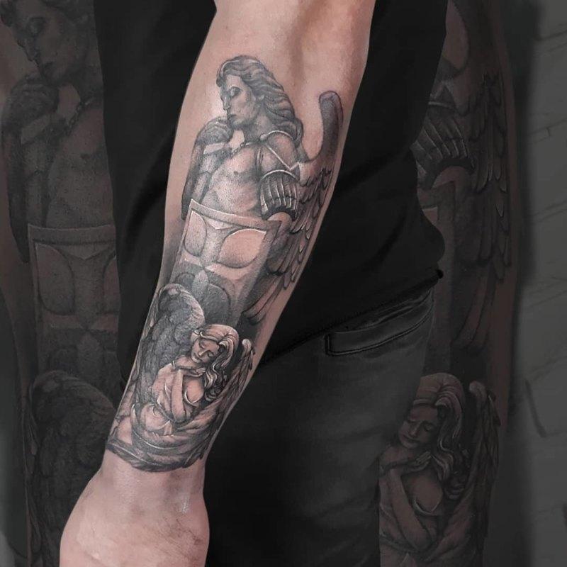 Убийственная татуировка Святого Михаила на половину рукава