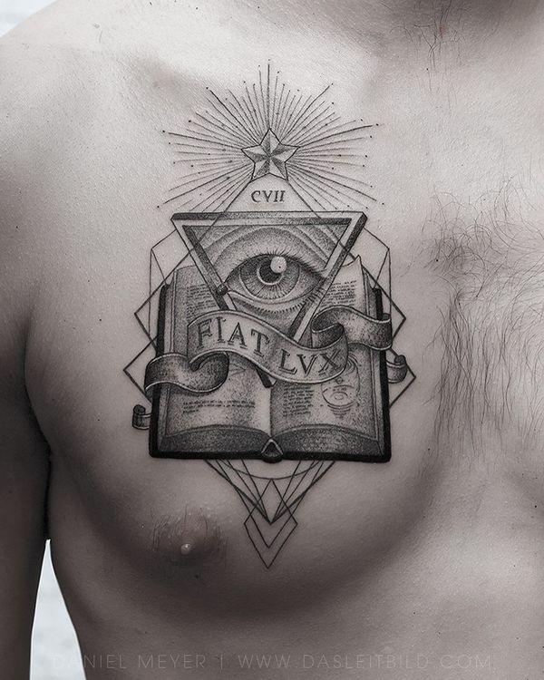 Лучшая идея мужской символической татуировки на груди