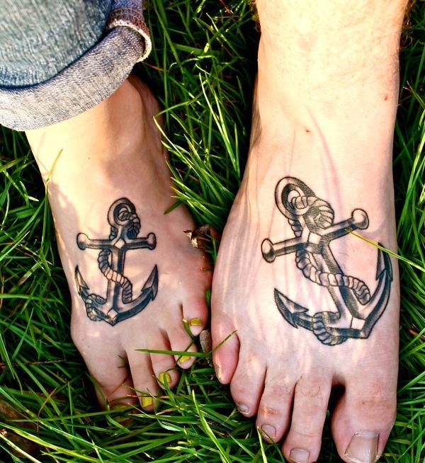 Соответствующая татуировка якоря любви