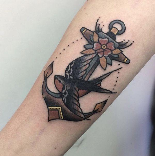 Традиционная татуировка с якорем 1