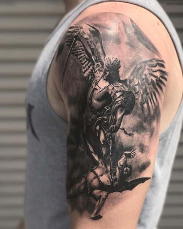 Удивительный архангел Михаил черная татуировка