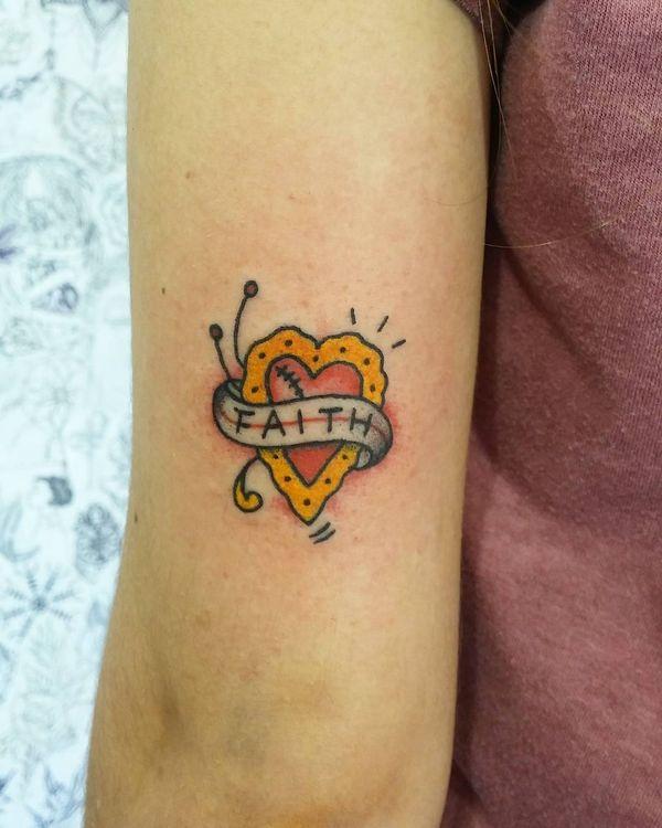 Симпатичный красочный дизайн татуировки веры для девочек