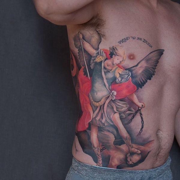 Изящное тату ангел-хранитель Михаил на боку