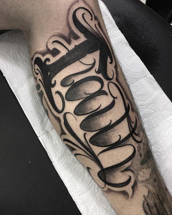 Впечатляющий дизайн татуировки сценария веры