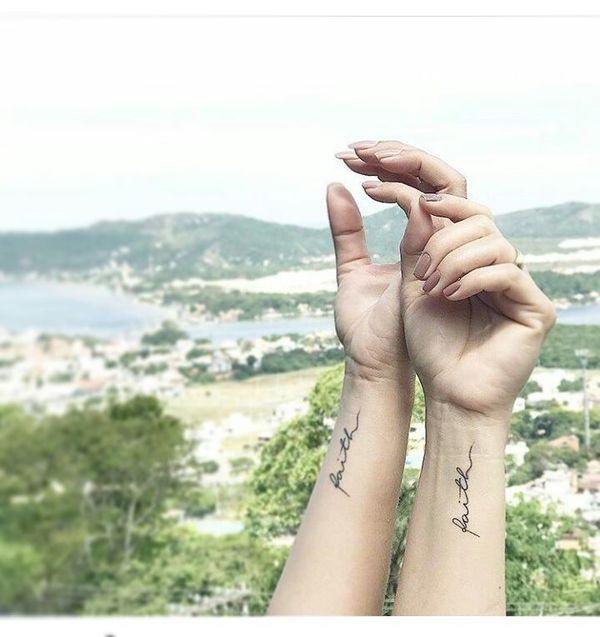 Вдохновляющие татуировки веры для друзей