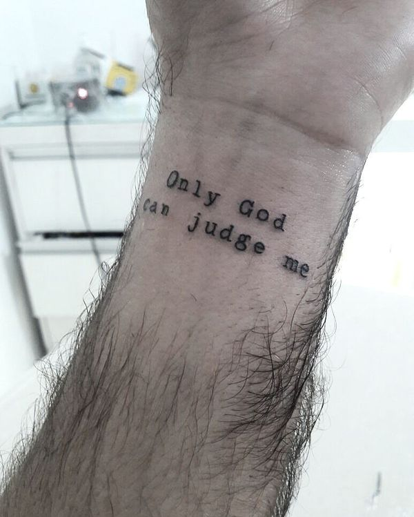 Интересная татуировка с цитатой веры