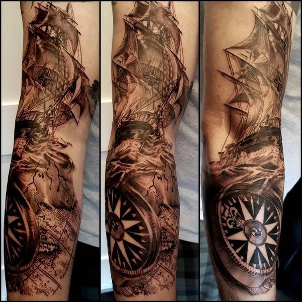Настоящий пиратский шедевр тату компас на рукаве