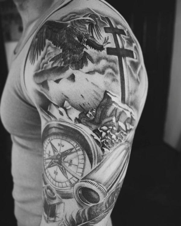 Тату компас и крест на рукаве