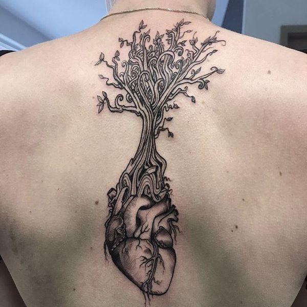 Сердце с татуировкой дерева в стиле ньюскул.