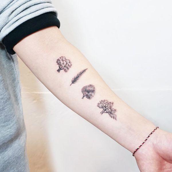 Линия деревьев на татуировке предплечья.