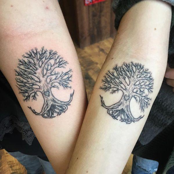 Подходящая татуировка ясеня для сестер.
