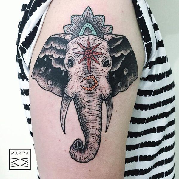 Космические мотивы в племенной тату на полурукав в виде головы слона