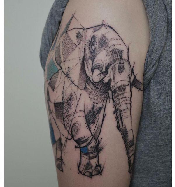 Геометрическая татуировка в виде руки слона переплетается с точками и линиями