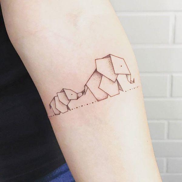 Тату слон из бумаги оригами на предплечье