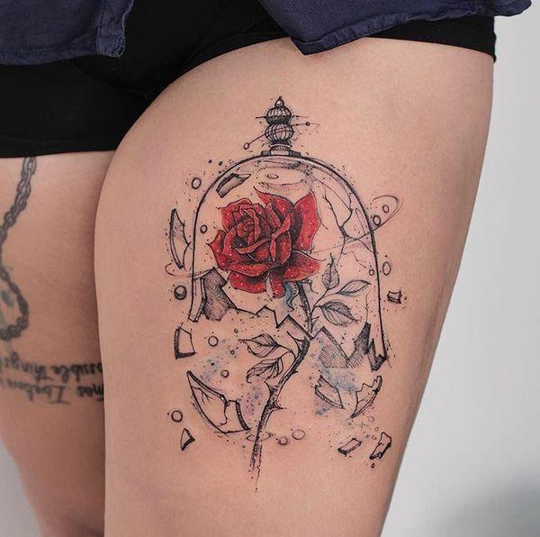 Красавица и Чудовище из диснеевских татуировок бедра
