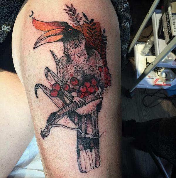 Потрясающая татуировка на бедре птицы