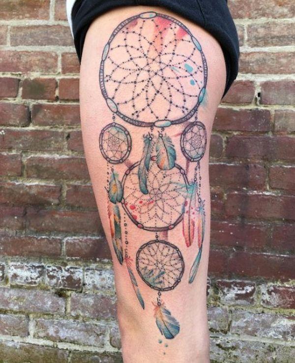 Очаровательная татуировка ловца снов на бедре