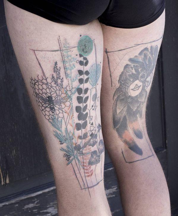 Крутая детализированная татуировка на бедре на спине
