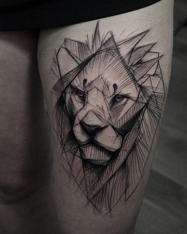 Тату лев на бедре
