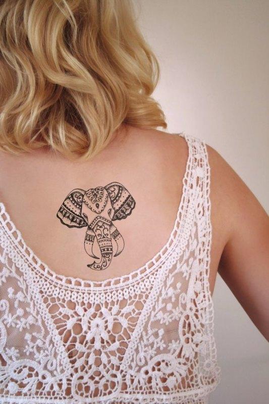 Традиционное индуистское тату на спине слона