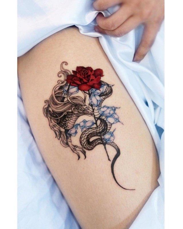Татуировка дракон с розой