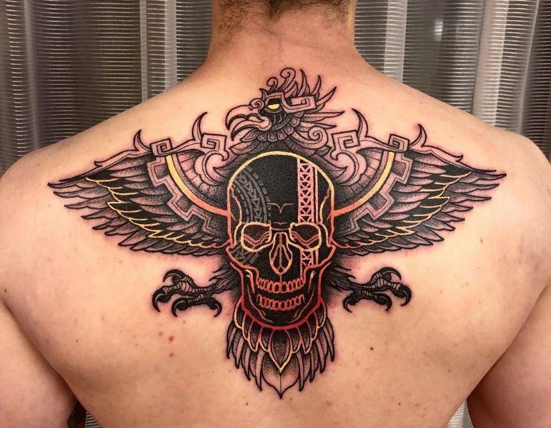 татуировка ацтекского орла на спине