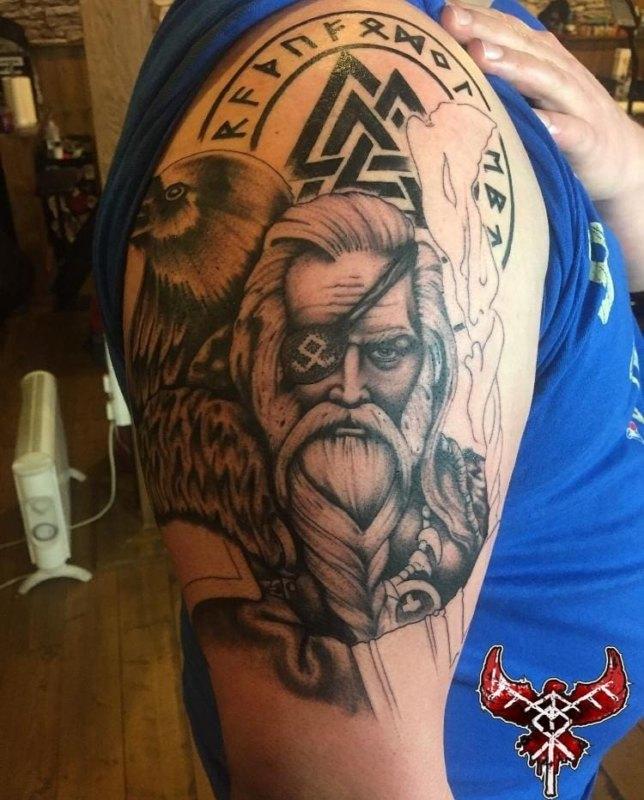 Тату викинг с орлом