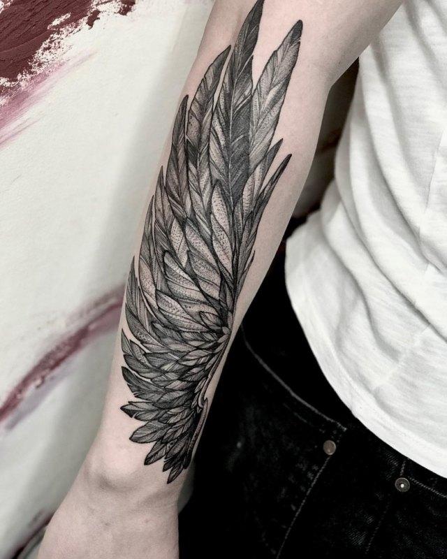 Тату крыло орла на руке