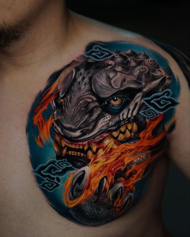 Тату огненного дракона на груди
