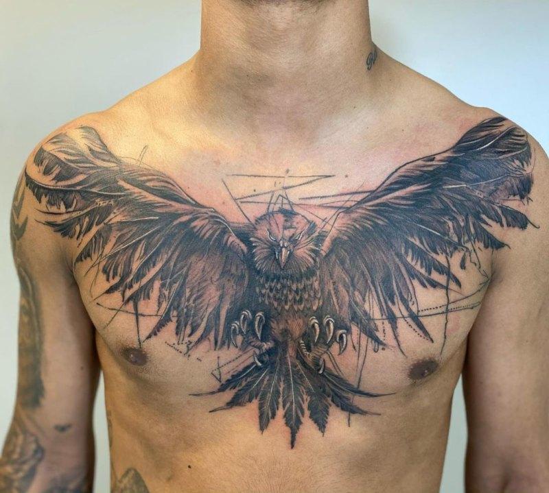 Татуировка орла с крыльями на груди