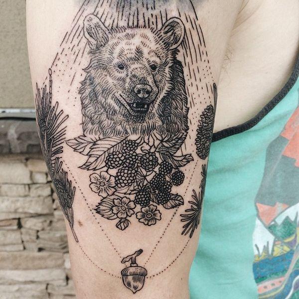 Дотворк черный медведь с ежевикой тату желудь на рукаве