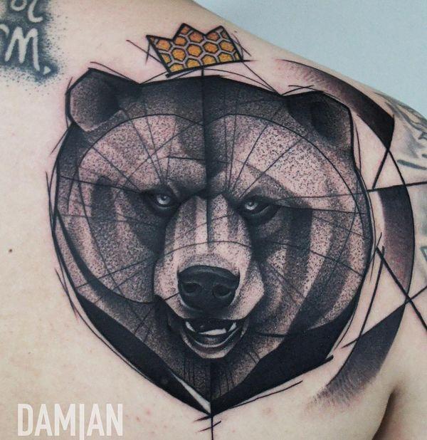 Тату король медведь на спине