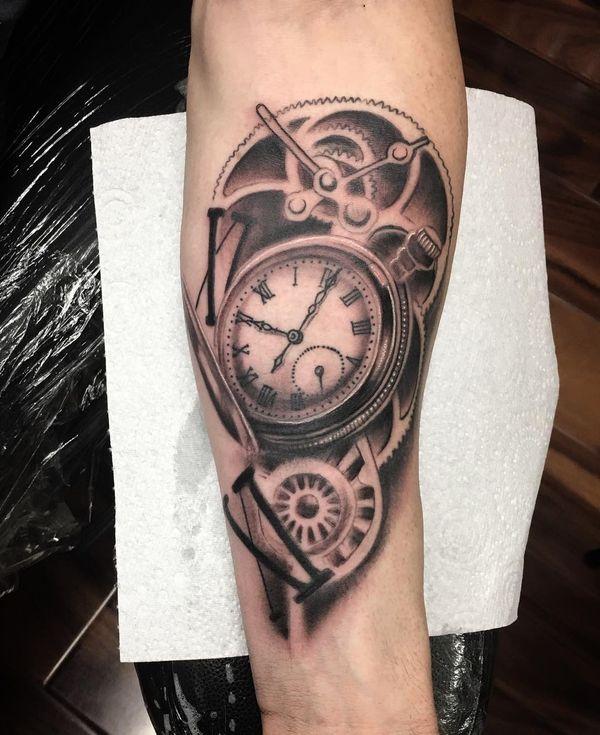 Тату римские цифры и часы в классическом стиле