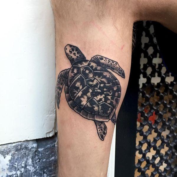 Тату черепаха на плече