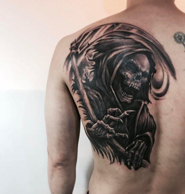 Татуировка свирепая смерть с косой