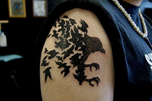 Тату черного ворона