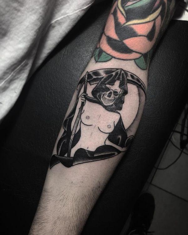 Татуировка смерть с косой с телом девушки