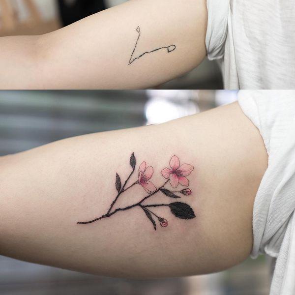 Татуировка сакуры на руке