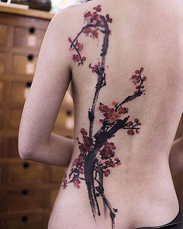 Татуировка сакуры на спине