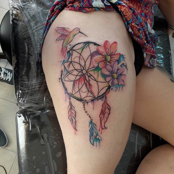 Сюрреалистическая татуировка Дисней Ловец снов на внутренней стороне руки